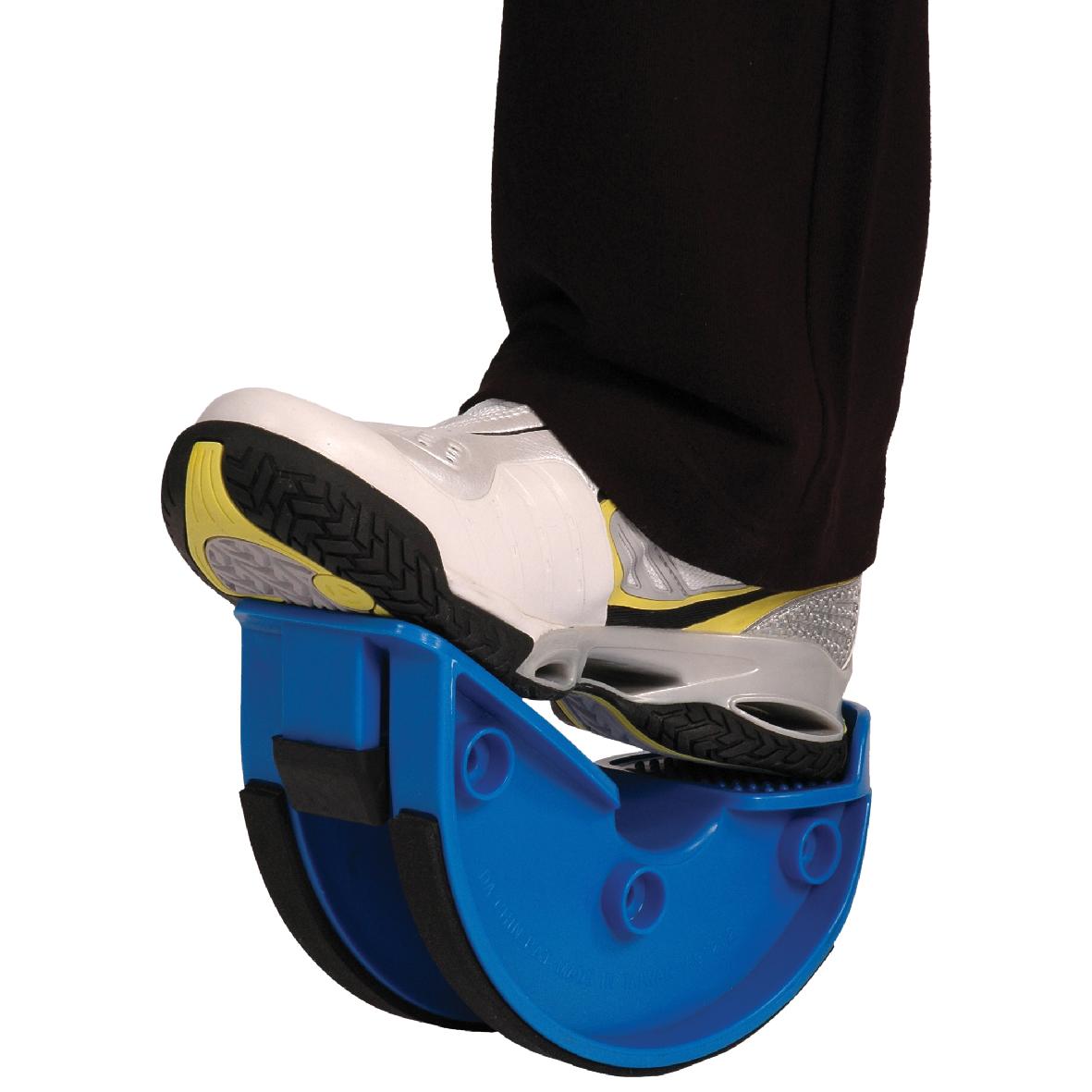 L'appareilpro Stretch est un outil fantastique, simple et transportable pour étirer les muscles inférieurs de vos jambes. Il est parfait pour l'échauffement et la récupération. L'utilisation du Mambo Max Fit Stretch améliore la souplesse de la cheville, du tibia et du mollet. Il est constitué d'un plastique moulé durable et inclut un tapis antidérapant.